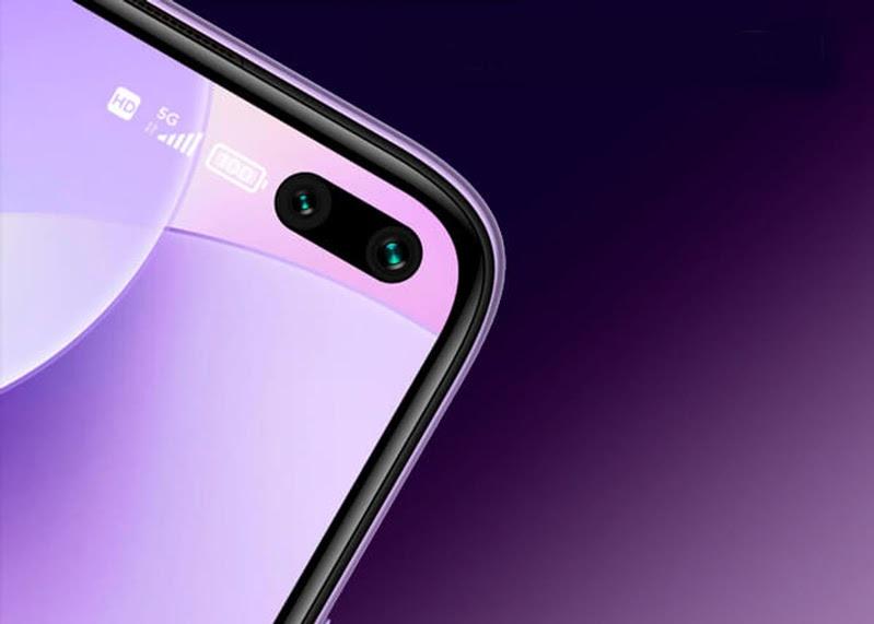 Camera trước của điện thoại được đặt khéo léo ở vị trí góc trái phía trên của màn hình