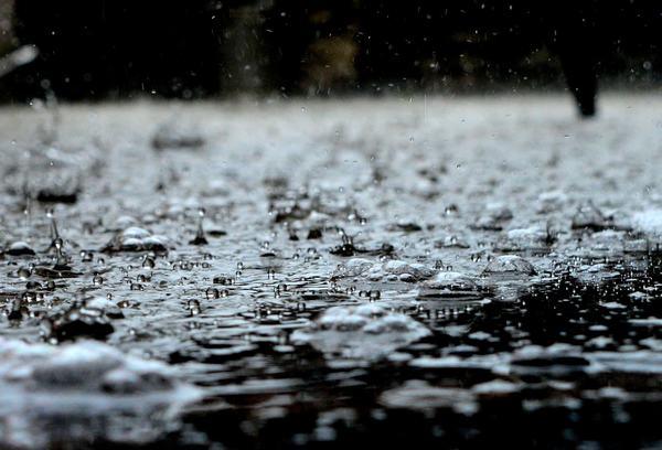 Nằm mơ thấy trời mưa mang đến điềm báo gì và nên lựa chọn con số nào để chơi lô đề? - THABET.FUN